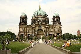 Was sind die natürlichen und kulturellen Attraktionen Berlins?